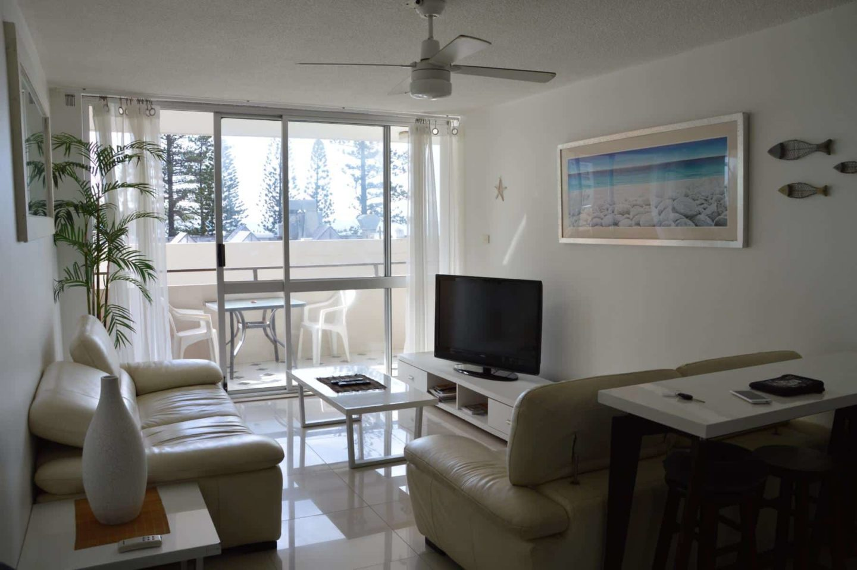 Salt Air on the Beach - Beachfront Apartment Gold Coast